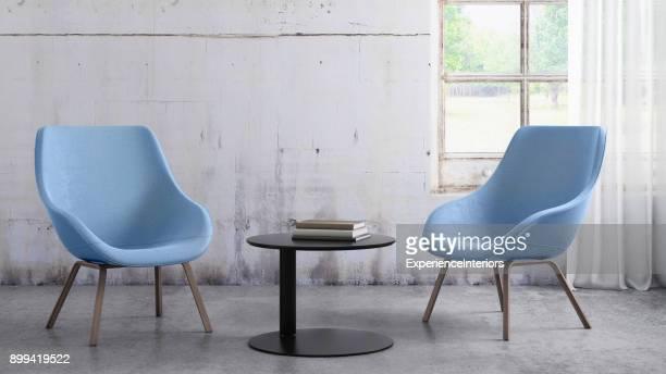 stoelen met koffietafel en venster met gordijnen, lege muur sjabloon kopiëren ruimte - armstoel stockfoto's en -beelden