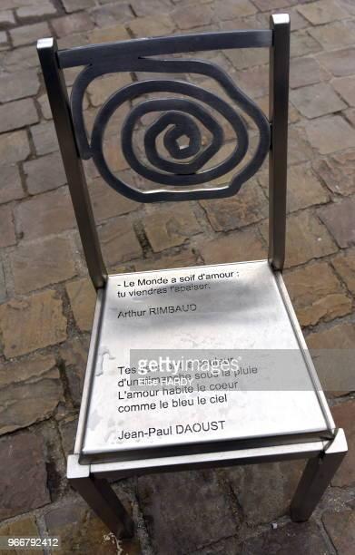 Chaise avec une citation du poète Arthur Rimbaud devenue le Musée Rimbaud 22 septembre 2015 CharlevilleMézières Ardennes France