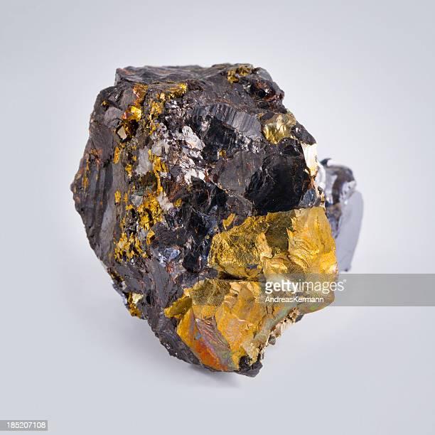 カルコパイ ライト型 - 金属鉱石 ストックフォトと画像