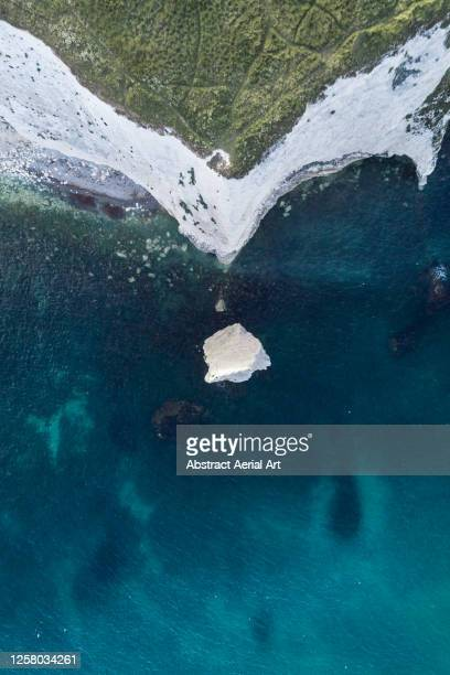 chalk cliffs seen from directly above, dorset, england, united kingdom - 炭酸石灰 ストックフォトと画像