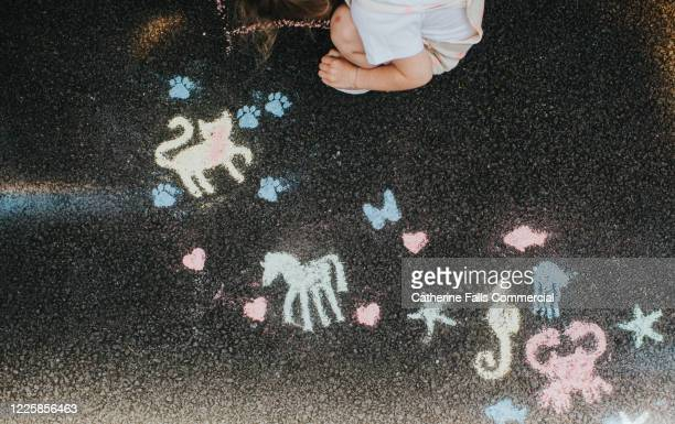chalk drawings - temporary stock pictures, royalty-free photos & images