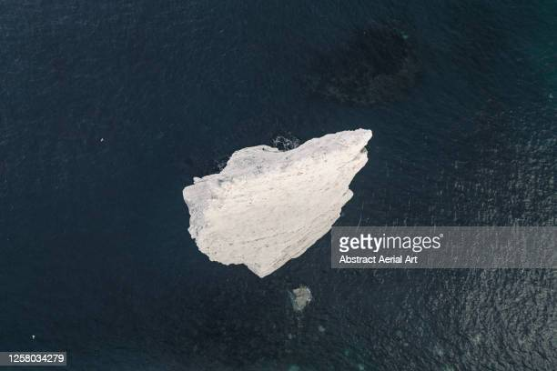 chalk rock in the ocean seen from directly above, dorset, england, united kingdom - 炭酸石灰 ストックフォトと画像