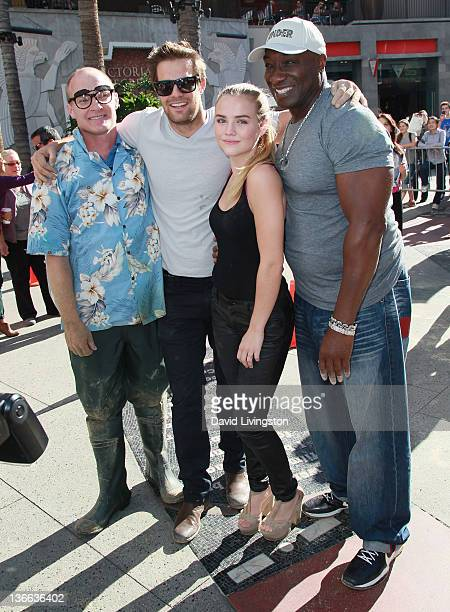 Challenge winner Jeff Nicholls and actors Geoff Stults Maddie Hasson and Michael Clarke Duncan attend Fox's The Finder Challenge at Hollywood...