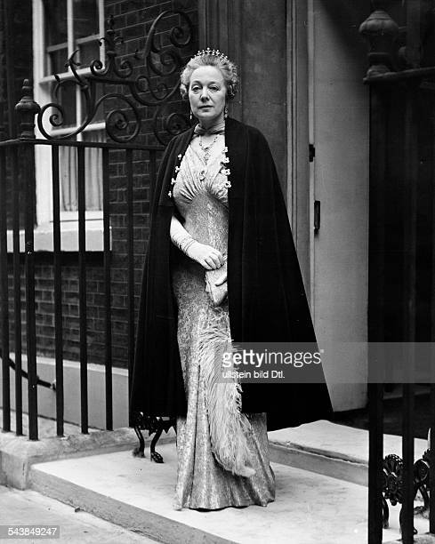 Chamberlain Anne Great BritainThe wife of premier Neville Chamberlain at the frontdoor of Downing street ten wearing a dress and stole at the day of...