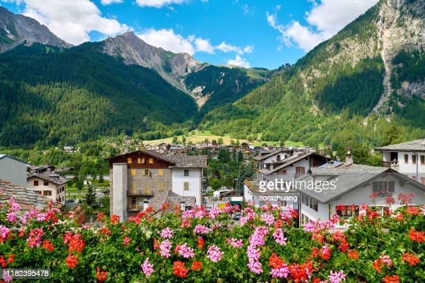 chamonix and mont blanc mountain range at sunny day, france - chamonix stock pictures, royalty-free photos & images