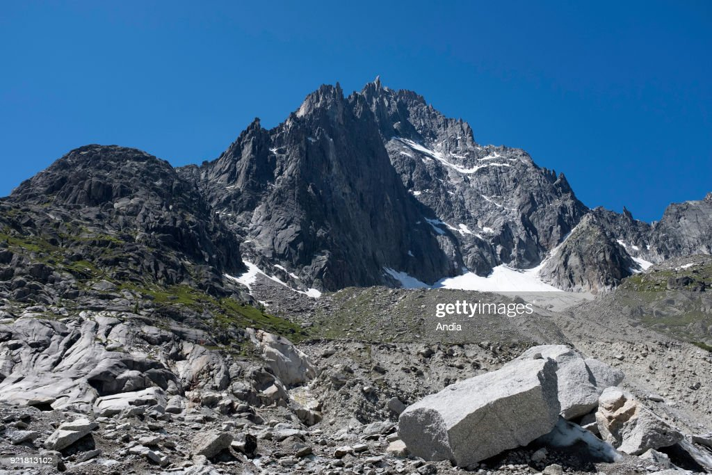 The 'Aiguille de la Republique' mountain. : News Photo