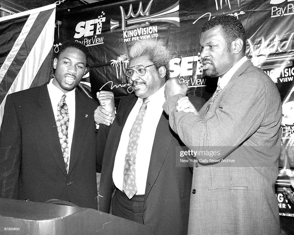 """Champ Lennox Lewis, Promoter Don King and challenger, Tony """" : News Photo"""