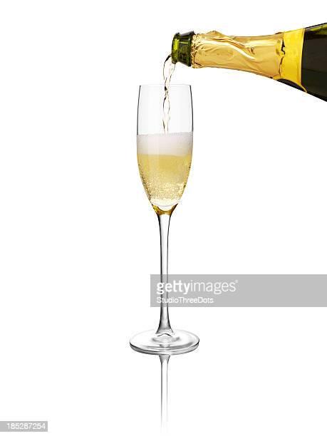 シャンパングラスに注がれるを
