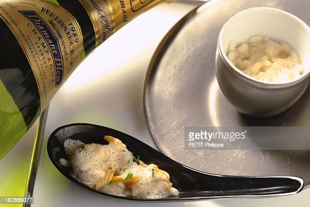 Champagne For New Year'S Eve. Bouteille de champagne Heidsieck monopole 1989 s'accordant avec un risotto aux fruit de mer et cèpes. Accords selon...