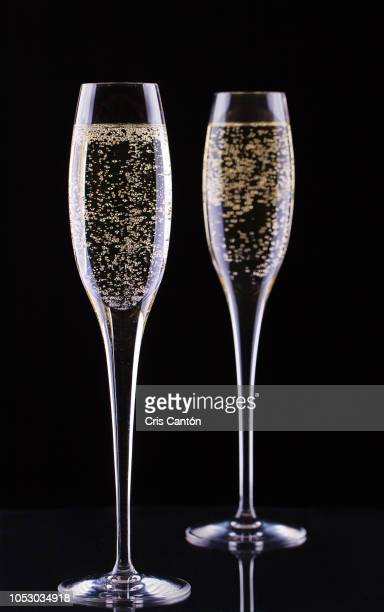 champagne glasses - champagne flute stock pictures, royalty-free photos & images