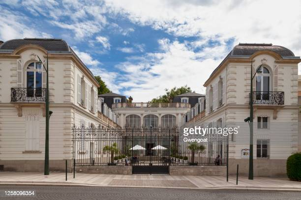 champagne house moet - chandon in epernay - gwengoat stock pictures, royalty-free photos & images