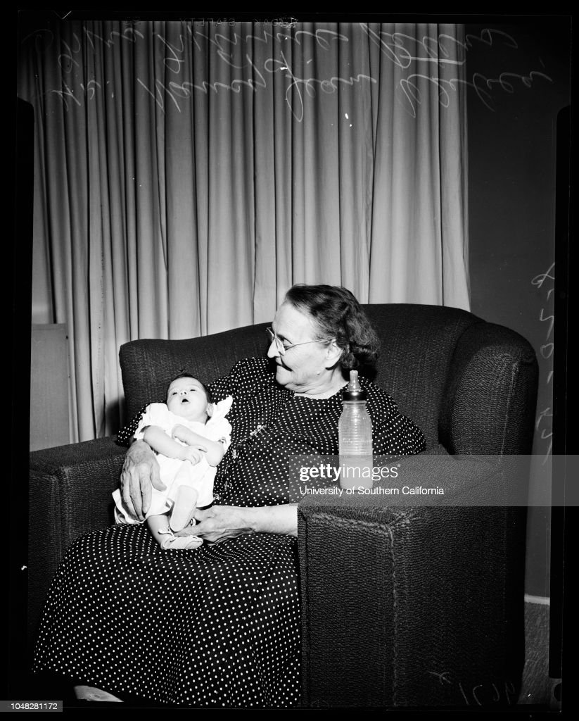 Champion Grandmother Has 100 Living Direct Decendants, 1952 : News Photo