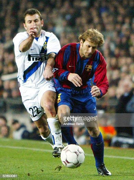 Champions League 02/03 Barcelona FC Barcelona Inter Mailand 30 OKAN/Inter Gaizka MENDIETA/Barcelona