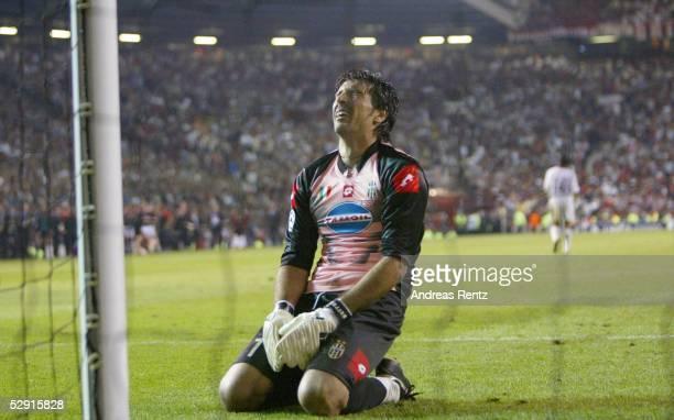 Champions League 02/03 Finale Manchester AC Mailand Juventus Turin 32 iE/AC Mailand Champions League Sieger 2003 Enttaeuschung bei Torwart Gianluigi...