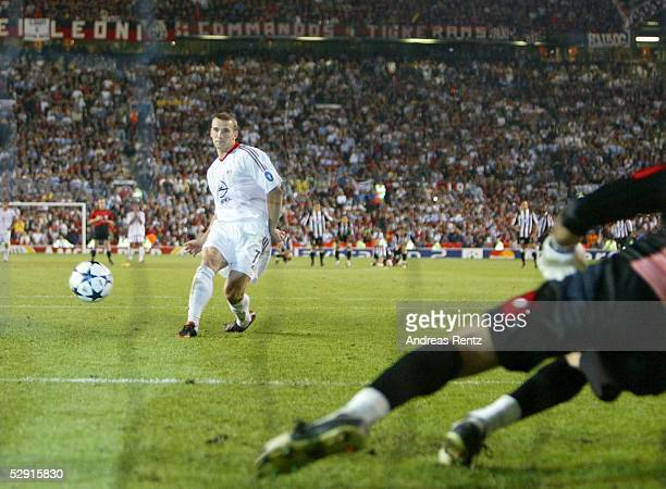 Champions League 02/03 Finale Manchester AC Mailand Juventus Turin 32 iE/AC Mailand Champions League Sieger 2003 Andrej SCHEWTSCHENKO/Mailand trifft...