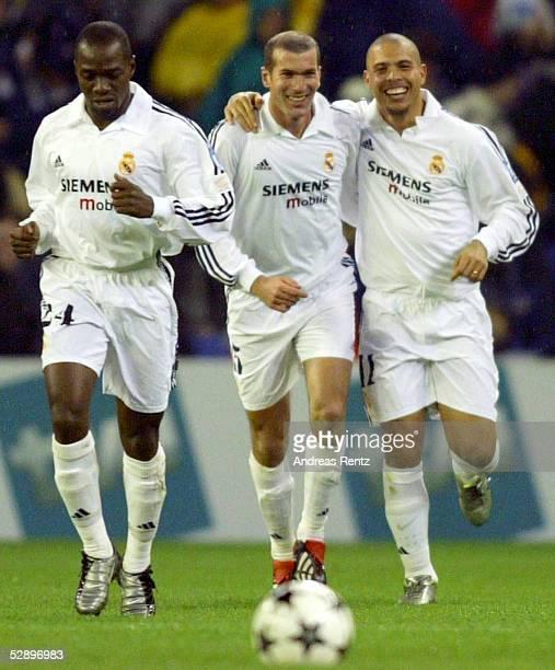 Champions League 02/03, Madrid; Real Madrid - Borussia Dortmund 2:1; v.li.: Claude MAKELELE, Zinedine ZIDANE, RONALDO/Madrid