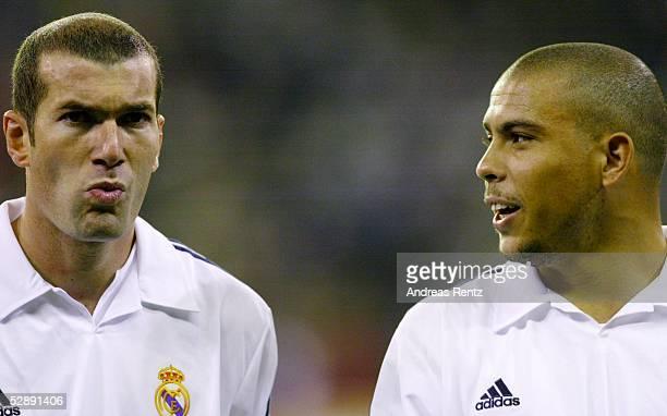 Champions League 02/03 Madrid Real Madrid Borussia Dortmund 21 Zinedine ZIDANE RONALDO/Madrid