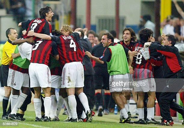 Champions League 02/03 Mailand Inter Mailand AC Mailand 11 Jubel zum 01 Team AC Mailand