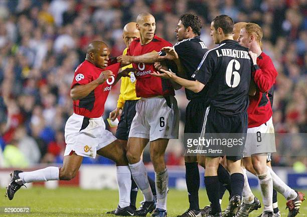 Champions League 02/03 Manchester Manchester United Real Madrid 43 Quinton FORTUNE Rio FERDINAND/ManU Fernando HIERRO/Ivan HELGUERA/Madrid Nicky...