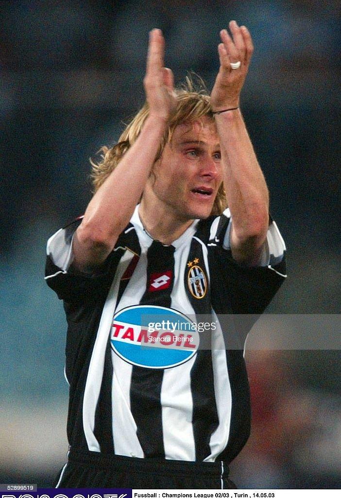 Fussball: CL 02/03, Juventus Turin - Real Madrid 3:1 : News Photo