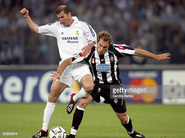 Champions League 02/03 Turin Juventus Turin Real Madrid Zinedine ZIDANE/Real Igor TUDOR/Juventus