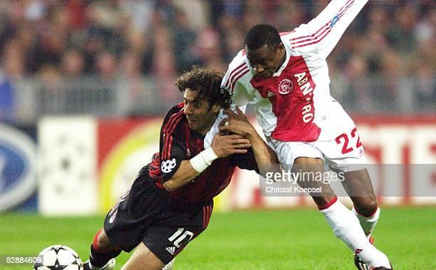 Champions League 02/03 Viertelfinale Amsterdam Ajax Amsterdam AC Mailand Rui COSTA/Mailand Abubakari YAKUBU/Ajax
