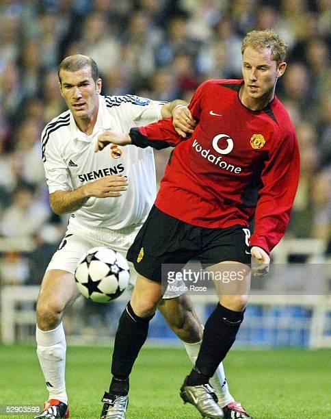 Champions League 02/03 Viertelfinale Madrid Real Madrid Manchester United 31 Zinedine ZIDANE/Real Nicky BUTT/Manchester