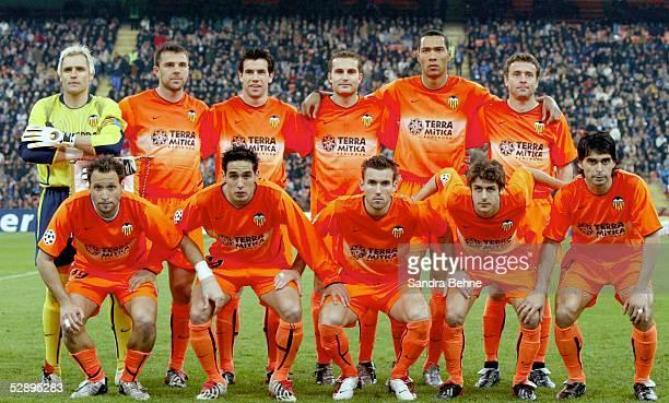 Champions League 02/03 Viertelfinale Mailand Inter Mailand FC Valencia 10 Team Valencia hinten vl Torwart Santiago CANIZARES Carlos MARCHENA David...