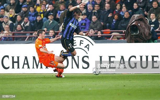 Champions League 02/03 Viertelfinale Mailand Inter Mailand FC Valencia 10 Anthony REVEILLERE/Valencia Francesco COCO/Inter