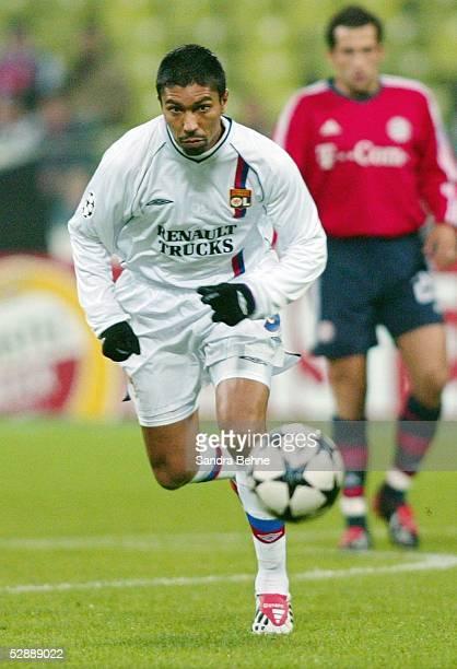 Champions League 03/04 Muenchen FC Bayern Muenchen Olympique Lyon Giovane ELBER/Lyon