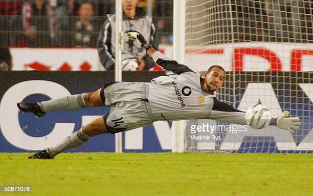 Champions League 03/04 Stuttgart VfB Stuttgart Manchester United 10 Tor durch Imre SZABICS Torwart Tim HOWARD/ManU