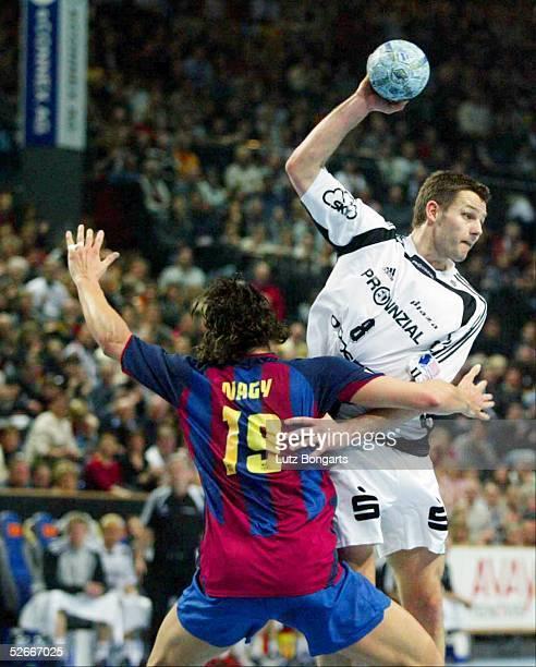 Champions League 04/05 Kiel 050305 THW Kiel FC Barcelona Forde HAGEN THW Kiel gegen Salvador PUIG Barcelona