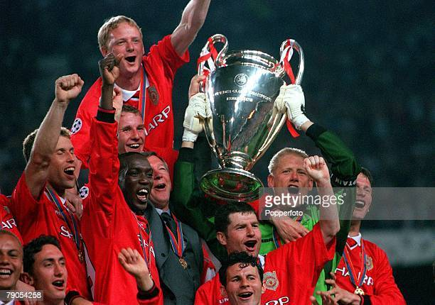 Champions League Final Barcelona Spain Manchester United 2 v Bayern Munich 1Manchester United celebrate with the European Cup and manager Alex...