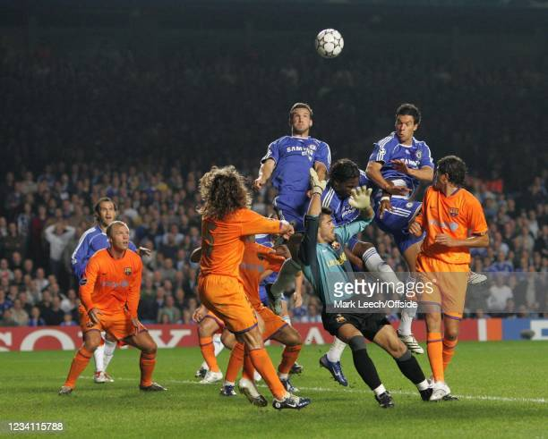 Champions League football, Chelsea v Barcelona, Andriy Shevchenko gets above Victor Valdes and the Barcelona defence to win a header. Stamford,...