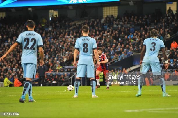 Champions League Group E Manchester City v Bayern Munich Bayern Munich's Xabi Alonso scores a free kick past Manchester City's defensive wall