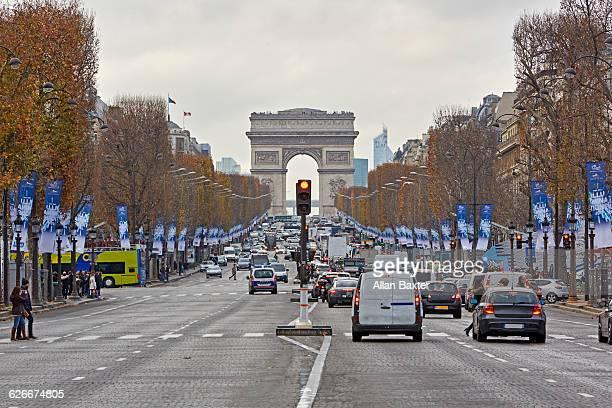 'Champs-Elysees' toward 'Arc De triomphe'