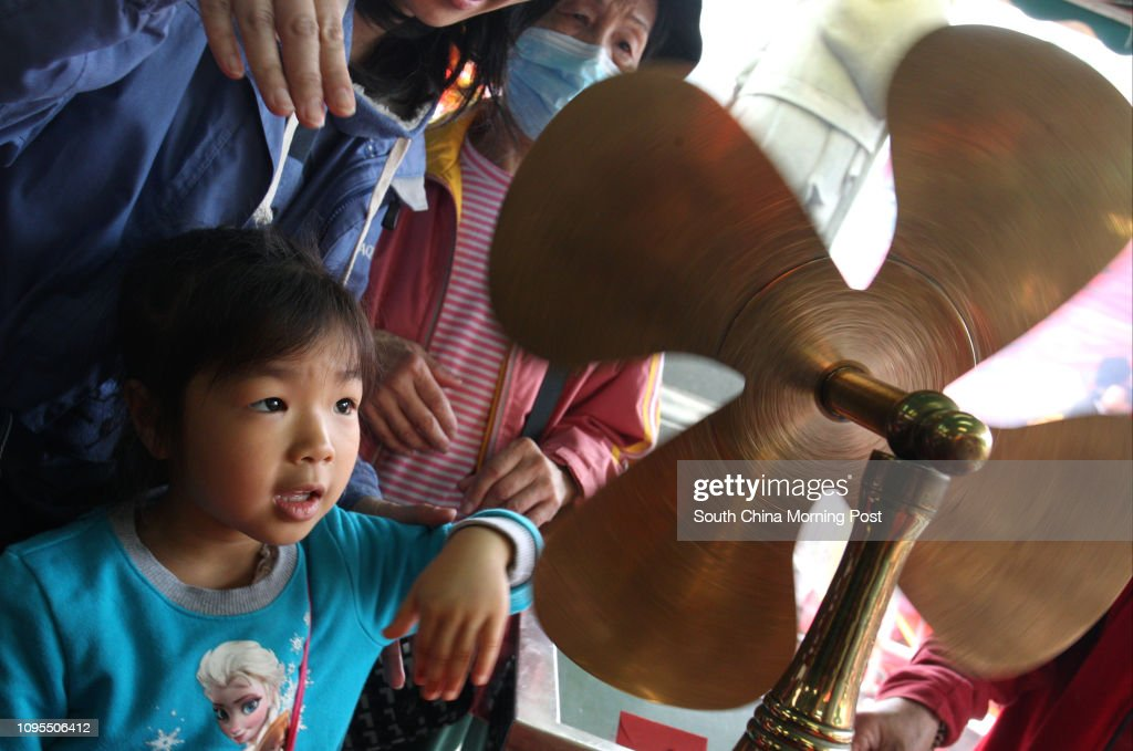 Chan Ho-yan, 6-year-old girl turn a windmill at Che Kung Temple in