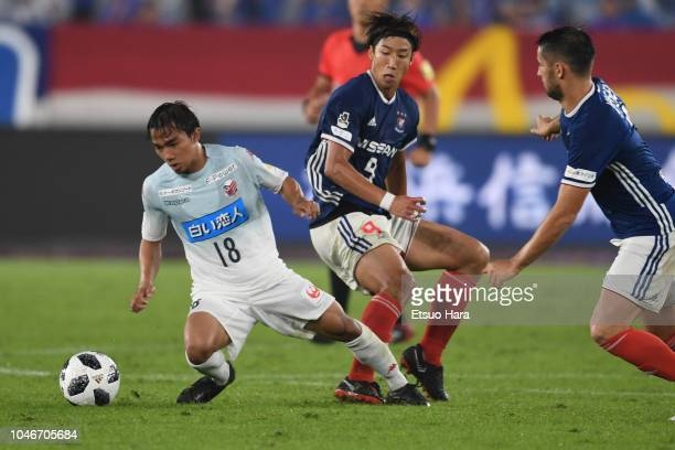 Chanathip Songkrasin of Consadole Sapporo controls the ball under pressure from Yuki Otsu and Hugo Vieira of Yokohama F.Marinos during the J.League...