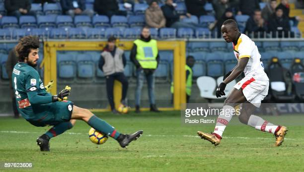Chance of goal for Raman Chibsah of Benevento during the serie A match between Genoa CFC and Benevento Calcio at Stadio Luigi Ferraris on December 23...