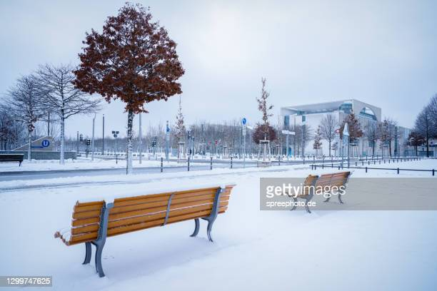 chancellery berlin in winter - german chancellery stock pictures, royalty-free photos & images