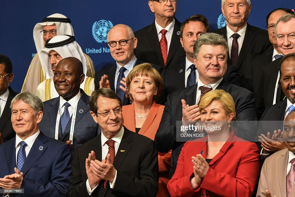 Chancellor Angela Merkel (C) applauds on May 23, 2016 during the World Humanitarian Summit family photo session in Istanbul. The over 60 heads of state and government gathered for the two-day summit convened by UN Secretary General Ban Ki-moon will have to defeat considerable scepticism that the event will turn into a well-intentioned but fruitless talking shop. KOSE
