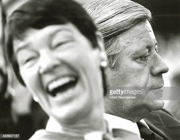 Chancellor Helmut Schmidt and his wife Hannelore during the SPD party convention in Munich on January 19 1982 in Munich Germany