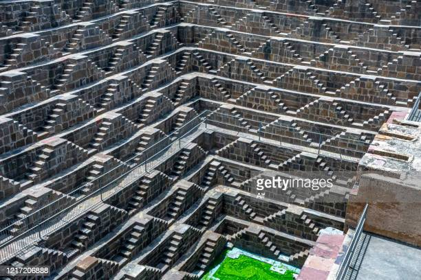 chand baori (staggered cistern) in abhaneri, jaiupur, india - chand baori stock pictures, royalty-free photos & images