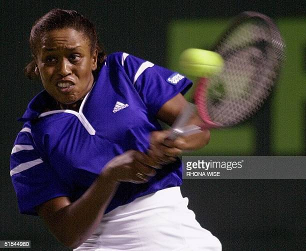 Chanda Rubin of the US return a ball hit by Jennifer Capriati of the US during their third round match 26 March 2000 at the Ericsson Open in Key...