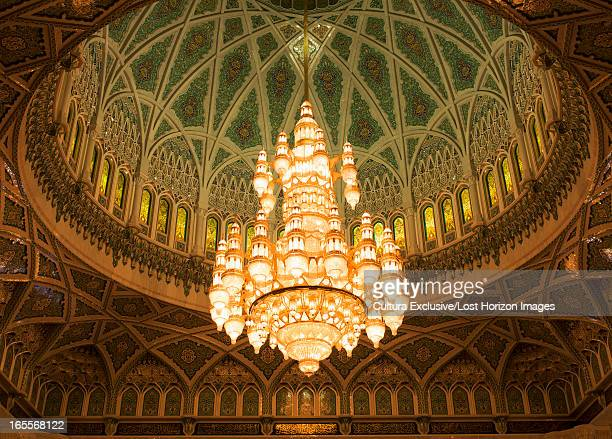 chandelier in dome of mosque - sultan qaboos mosque stock pictures, royalty-free photos & images