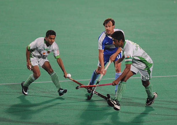 Chandigarh Comets`s hockey player Green Robert in action with Bhopal Badshahs hockey team players Sameer Dad and Yousuf affan during the first match..
