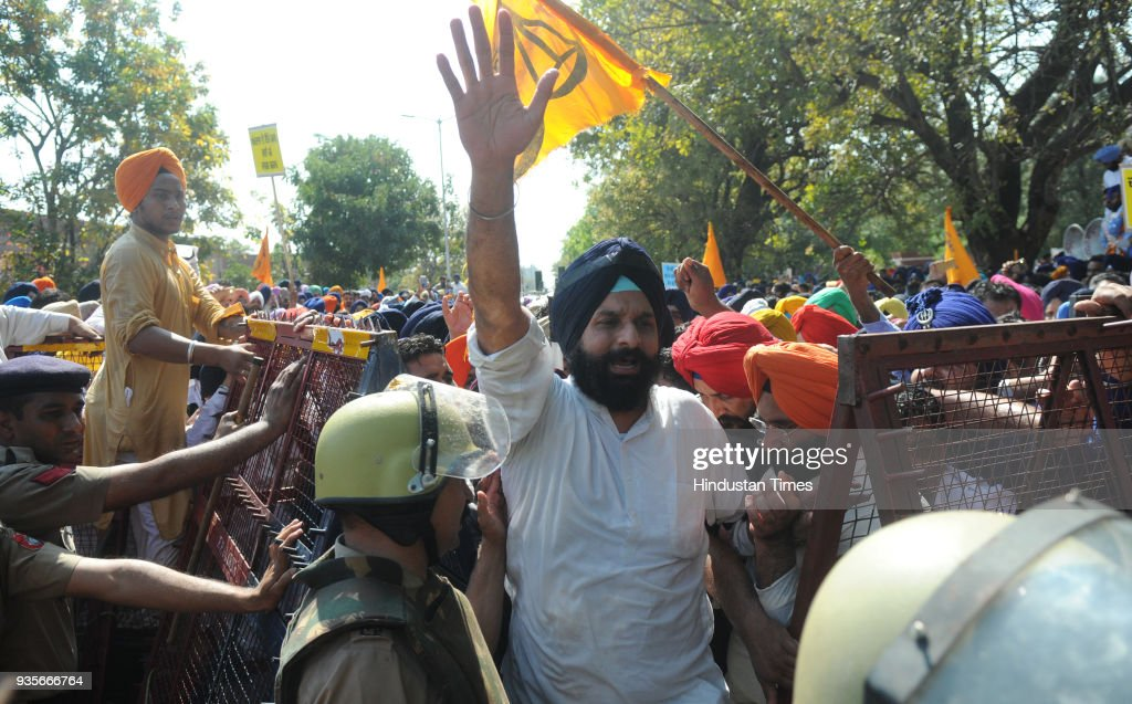 Chandigarh Police arresting Bikram Majithia during Shiromani Akali Dal rally against Punjab's Congress Government at Rally Ground Sector 25 on Mar