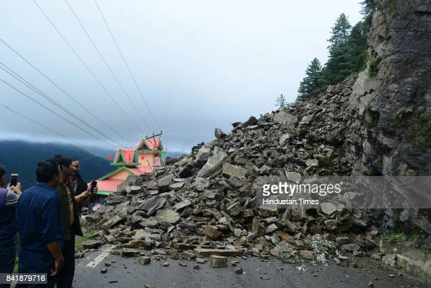 ChandigarhShimla National Highway closed due to landslide after heavy rainfall at DhalliTutikandi bypass at least six vehicles were buried in a...