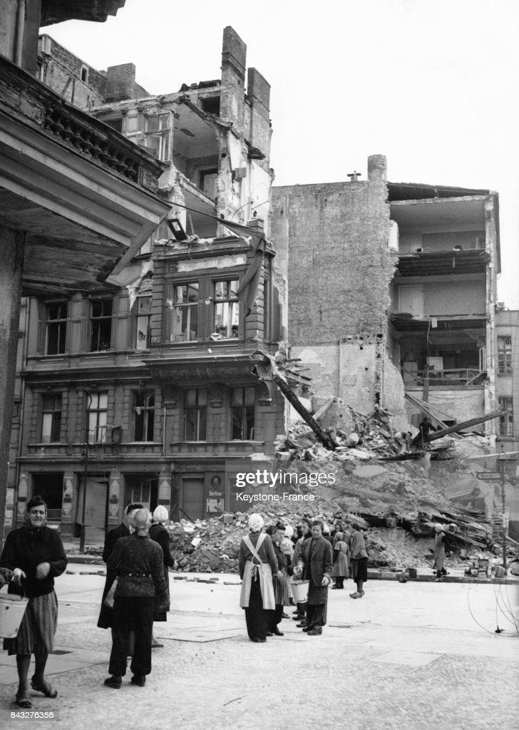 Déblayage de gravats après la guerre : Nachrichtenfoto