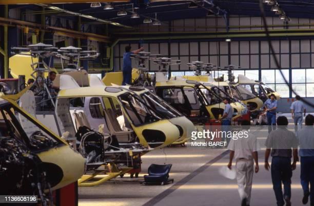 Chaîne de montage du 'AS350 Écureuil' dans l'usine 'Eurocopter' à Marignane, le 17 juin 1992, dans les Bouches-du-Rhône, France.
